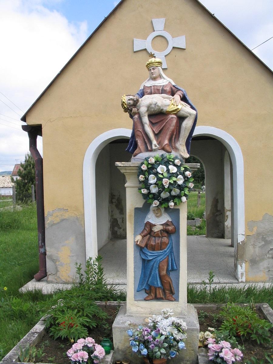 Piéta az ipolyhídvégi temetőben a szerző  felvételén