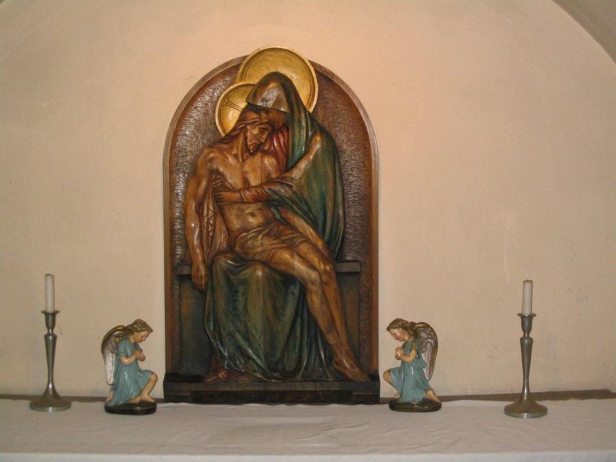 Reliefes Pieta  Ipolyszalkán Csáky Károly  felvételén