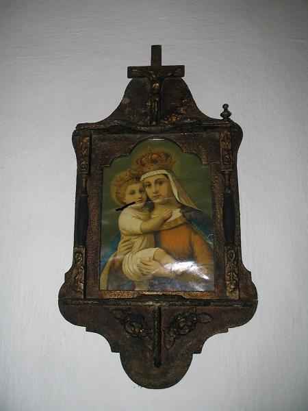 Segítő Szűz az  ipolyszakállosi tájházban  Csáky Károly felvételén