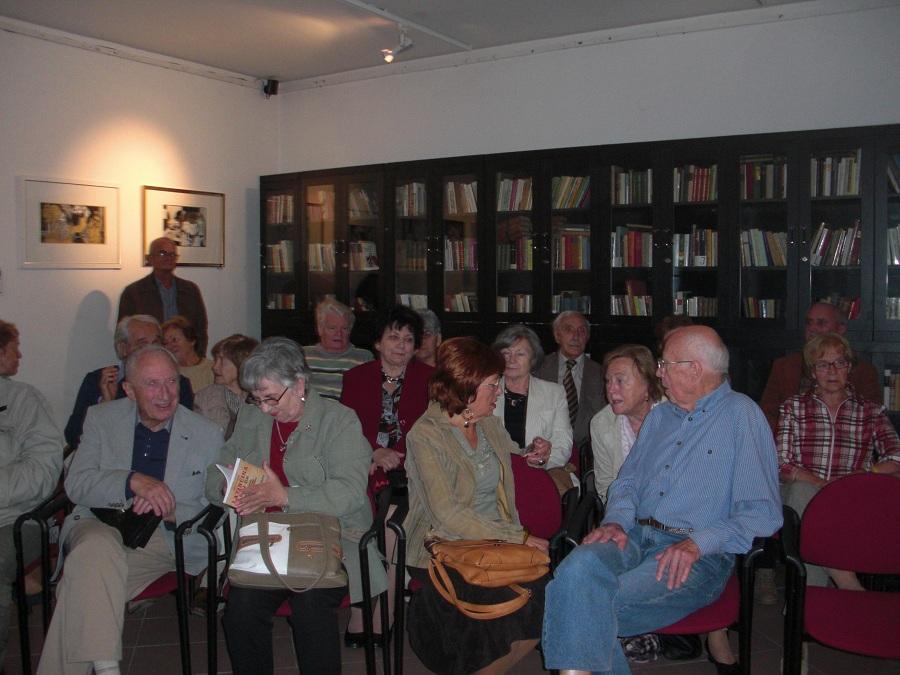 A tárlatnyitó közönségének egy része
