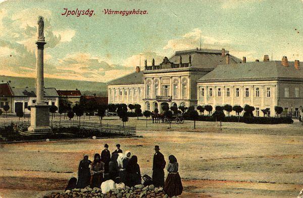 A vármegye székháza Ipolyságon 1916-ban egy korabeli képeslapon