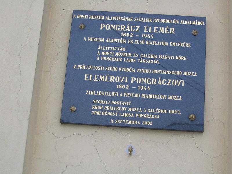 Pongrácz Elemér ipolysági emléktáblája Csáky Károly felvételén