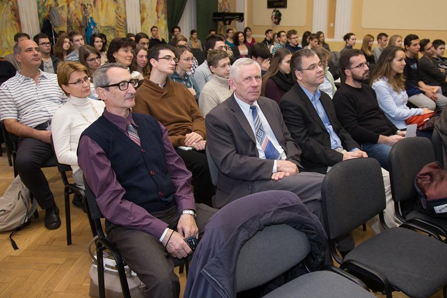 A XXI. Nagy Károly Matematikai Diáktalálkozó résztvevői