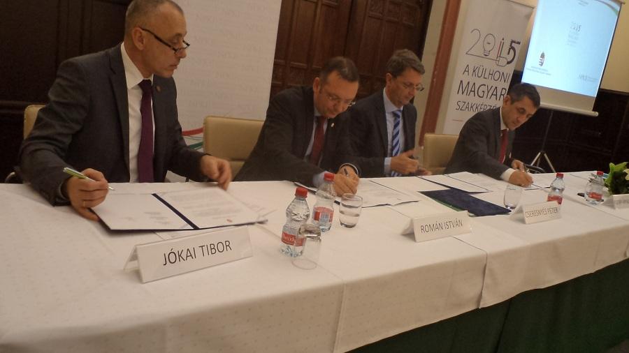 Az együttműködési egyezmény aláírása