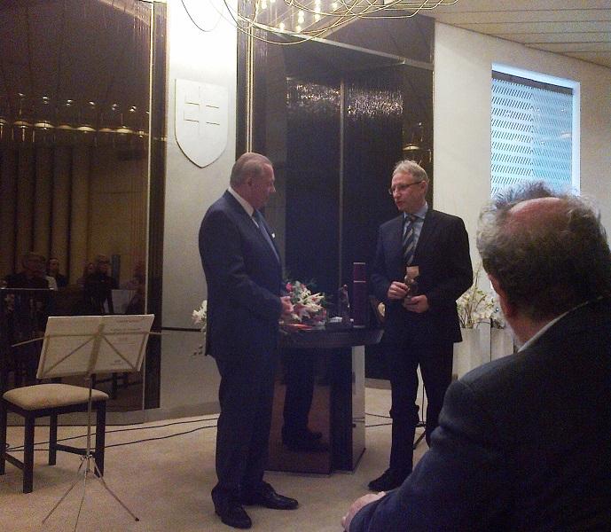 Az egyik díjazott Rudolf Schuster korábbi államfő volt Jozef Leikert társaságában