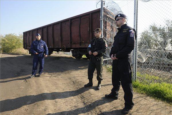 Cseh rendőrök a magyar határnál