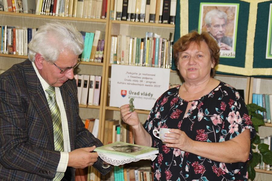 Dr. Kiss László és Solmoši Márta végzi a keresztelőt