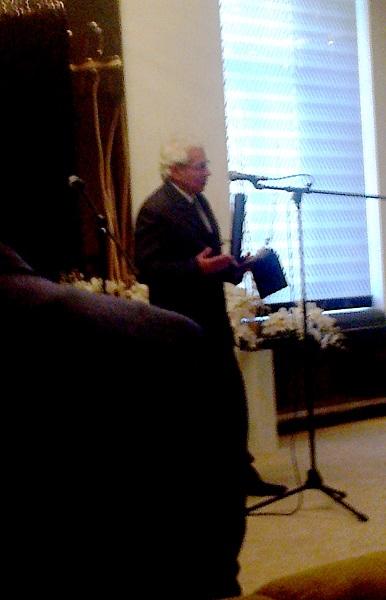 Dr. Kiss László a díj átvétele után