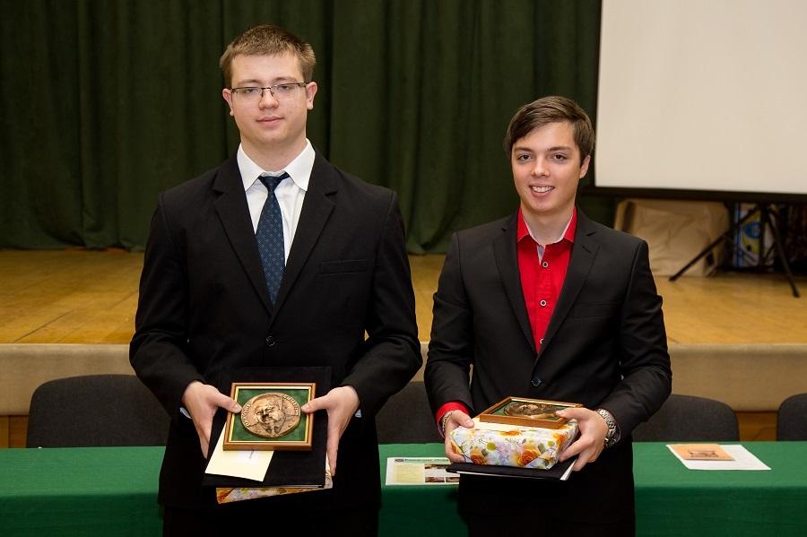 Szőke Tamás balról és Kekeňák Tamás jobbról a díjátadás után