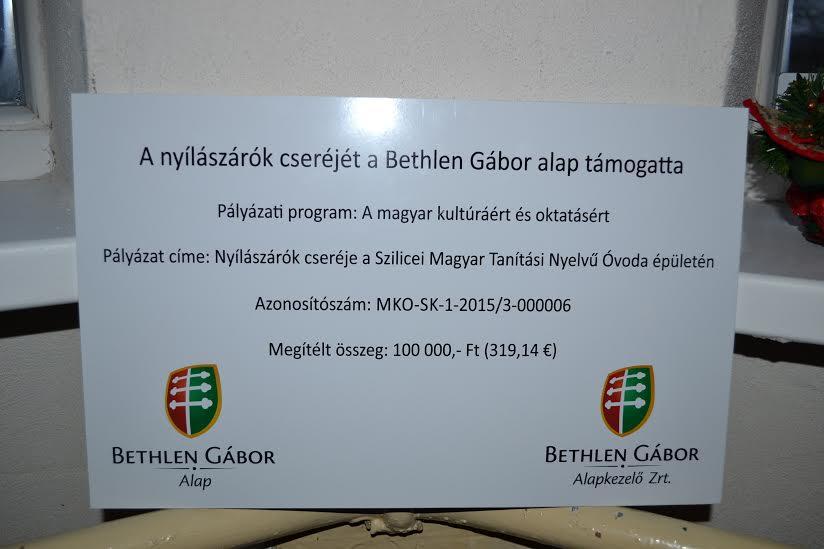 A nyílászárók cseréjét a Bethlen Gábor alap támogatta Szilicén