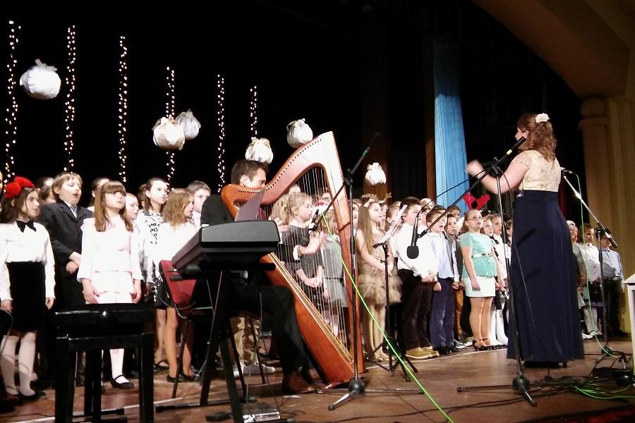 Az énekkar előadása