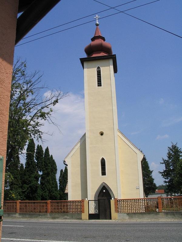 Ivánka falujának temploma Csáky Károly felvételén