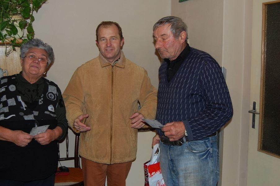Polgármesterként az idős falubeliek között karácsony előtt
