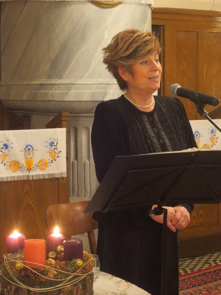 Szvorák Katalin énekel