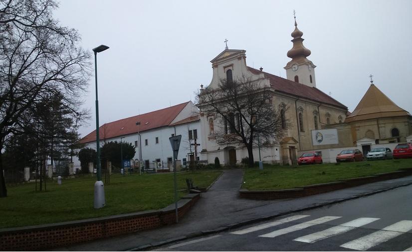 Útközben Galgóc ferences templomát és kolostorát hagytuk magunk mögött