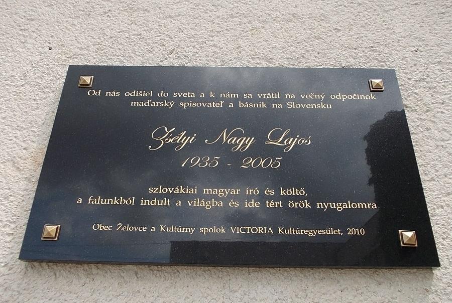 Emléktáblája a kultúrház falán Csáky Károly  felvétele