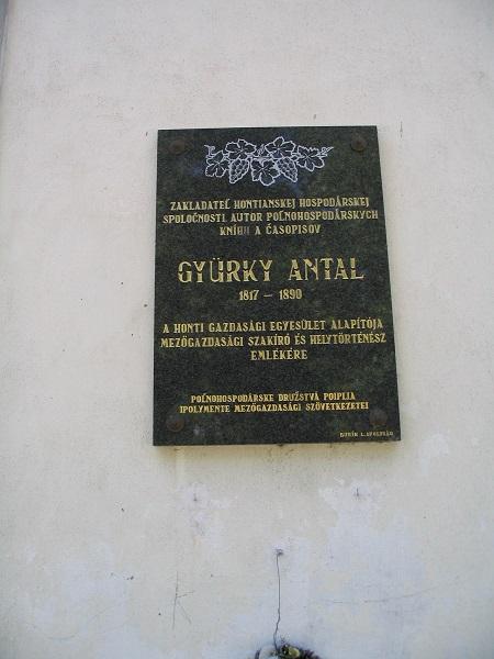 Gyürky Antal-tábla Ipolyságon. Csáky Károly  felvételén