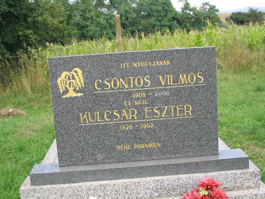 Sírhelye a temetőben - Csáky Károly felvételén