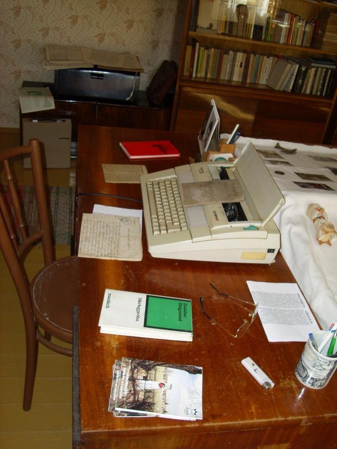 Zalabai Zsimgond íróasztala. Csáky K. felv