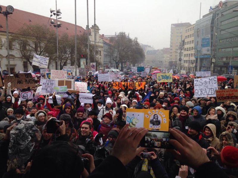 sztrájk tömeg aktuality.sk