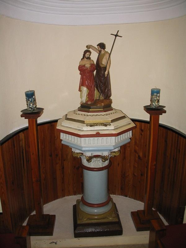 A keresztelőkút Csáky Károly felvételén