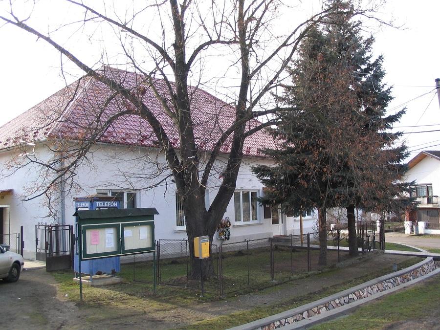A polgármesteri hivatal épülete Csáky Károly felvételén
