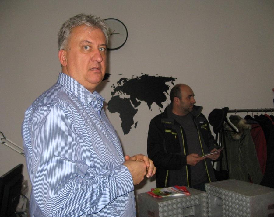 Beke János tulajdonos-ügyvezető válaszol a jelenlévők kérdéseire