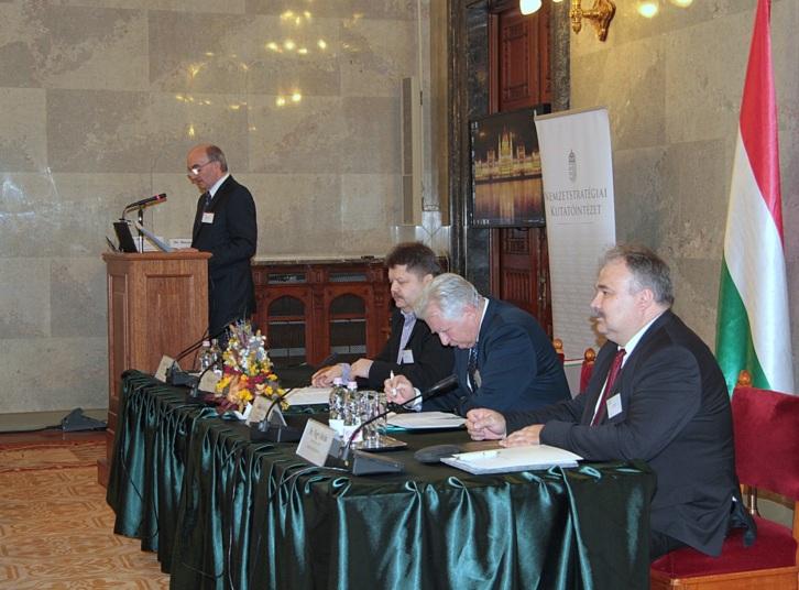 Molnár György megnyitja a konferenciát