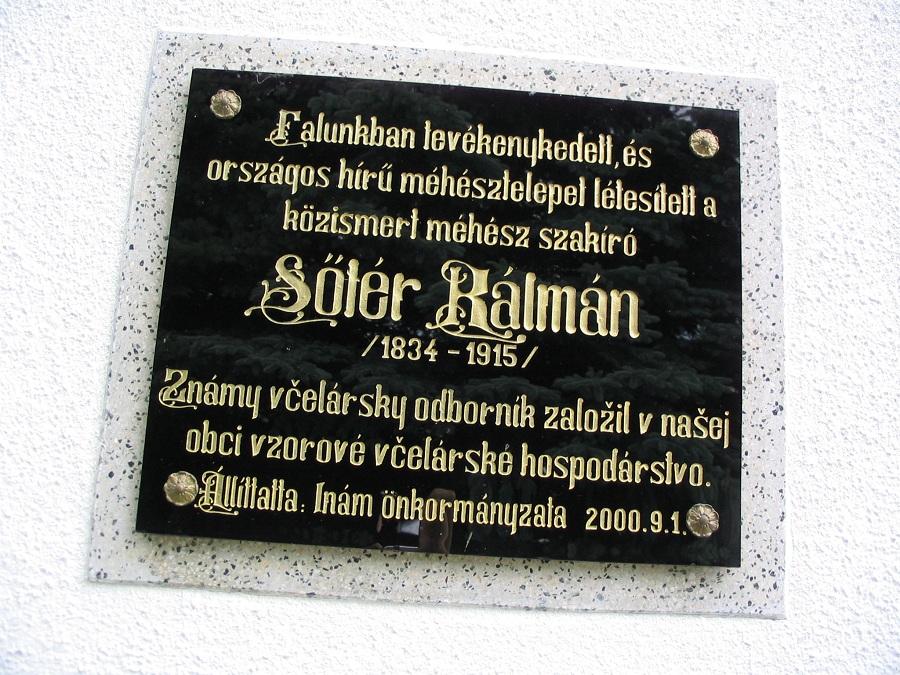 Sőtér Kálmán inámi emléktáblája Csáky Károly felvételén