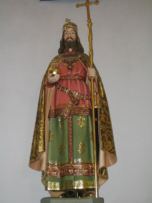 Szent István király faszobra a templomban  Csáky Károly felvételén