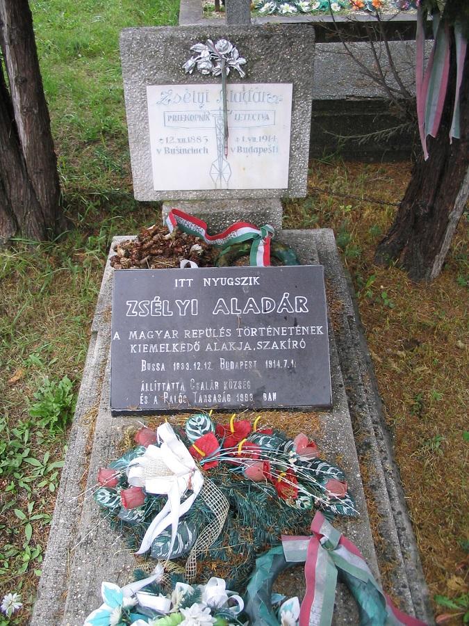 Zsélyi Aladár sírja a csalári temetőben Csáky Károly felvételén