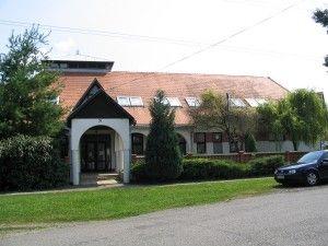 A felsőszemerédi iskola helyén állt az Ivánka-kúria_ Csáky Károly felkvétele