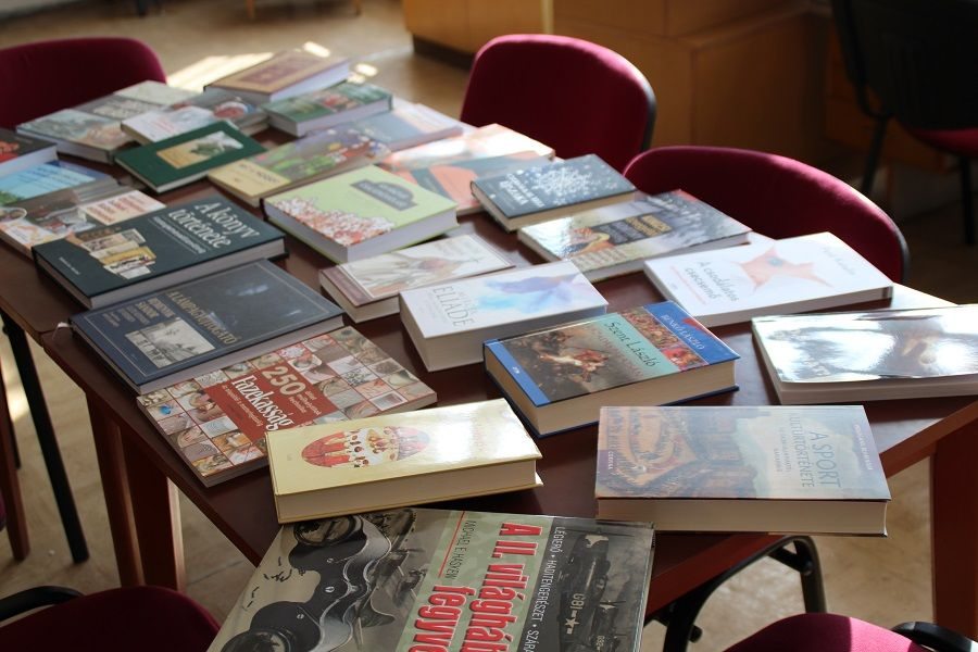 A szakirodalmi részleg új kötetei