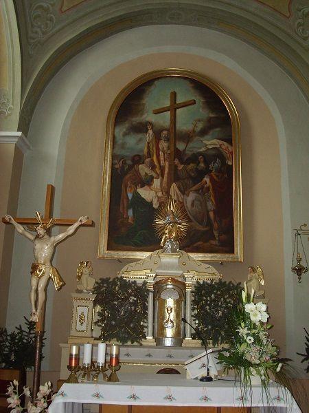 A templom főoltára Csáky Károly  felvételén