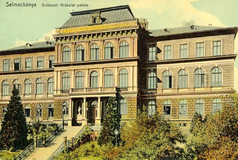 Az Erdészeti Főiskola Palotája egy korabeli képeslapon