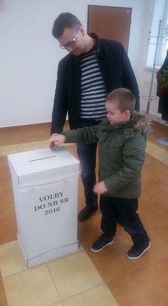 Forró Krisztián kisfiával szavazott