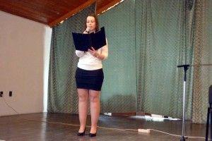 Karasz Mária verset szaval