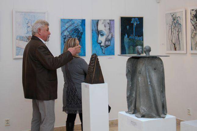 Érdeklődők a kiállításon