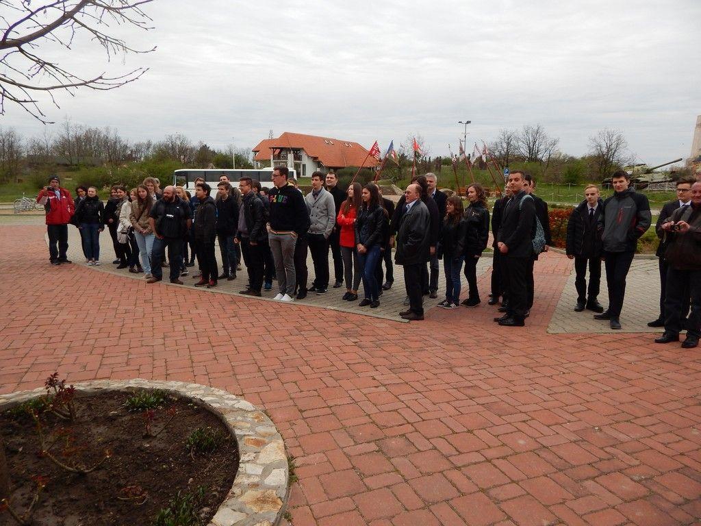 Döntősök a Katonai Emlékparkban Pákozdon