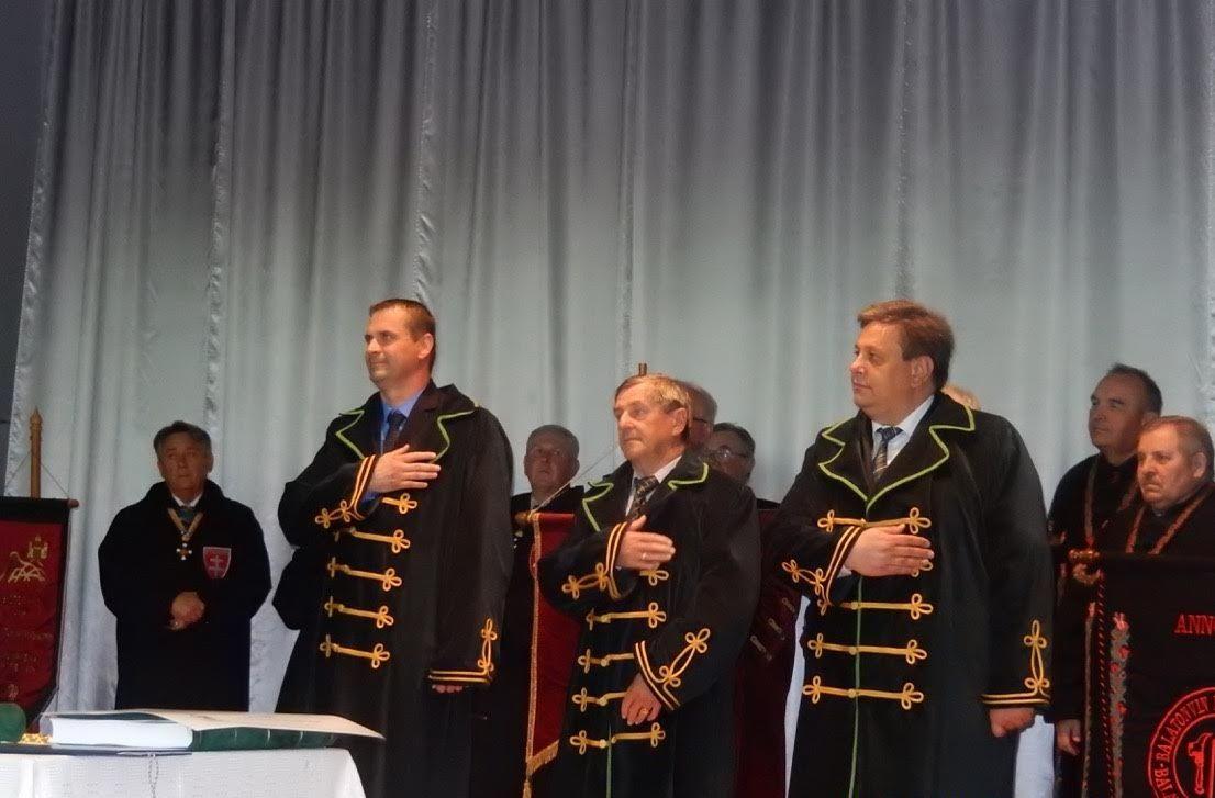Az ünnepélyesen felavatott új borlovagok, Stercel Olivér, Heizer Izidor és Győri Zoltán (Fotó: Bugár Ilona)