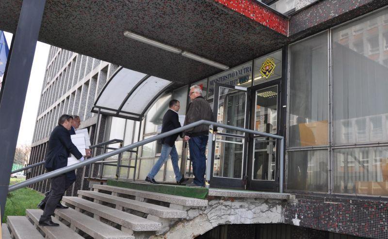 A Belügyminisztérium épületénél. Fotó: Oriskó Norbert