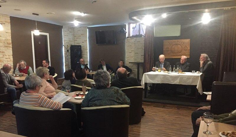 Tőzsér Árpád és dunaszerdahelyi hallgatósága (Fotó: Sziklai Krisztina)