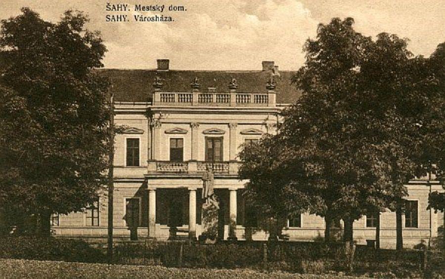 A mai egyházi iskola épülete a két háború között
