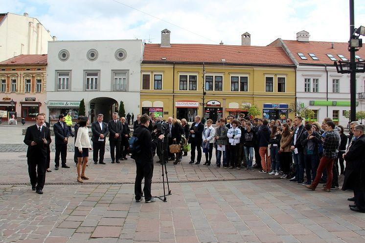 A megemlékezők. Fotó: Balassa Zoltán