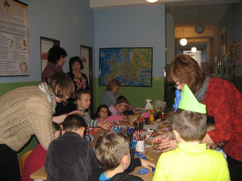 Ovisok és iskolások együtt a játszóházi foglalkozáson (Fotó: Tökölyi Angéla)
