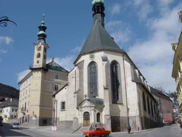 Selmecbányai városháza és a Szt. Katalin templom