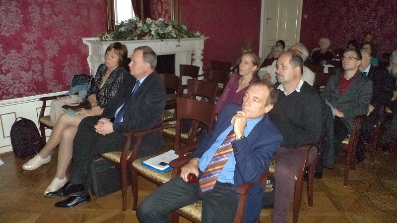Az észt vendégek és Balázs Géza az első sorban (Fotó: Gecse Géza)
