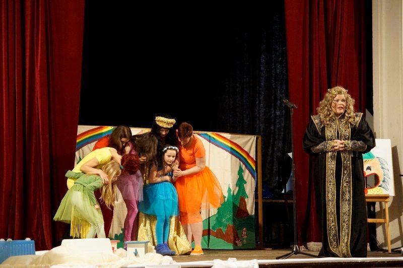 A Játszóház színjátszó csoport. Fotó: ha