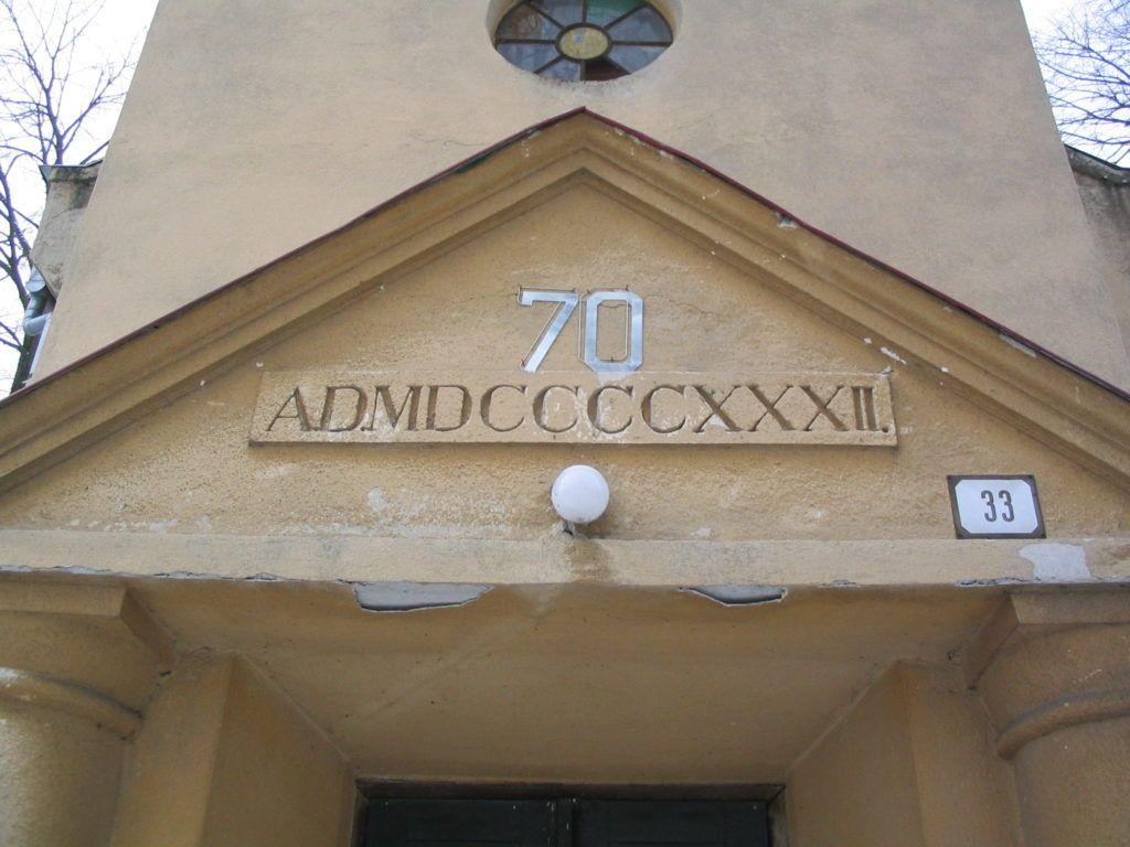 A bori templom főbejáratának timpanonja Csáky Károly felvételén