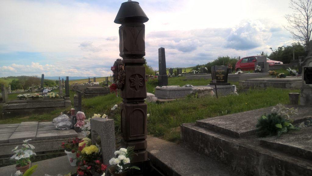 A kopjafát Agócs Béla halálának első évfordulóján, 2002-ben avatták. (Fotó: Pósa Dénes)